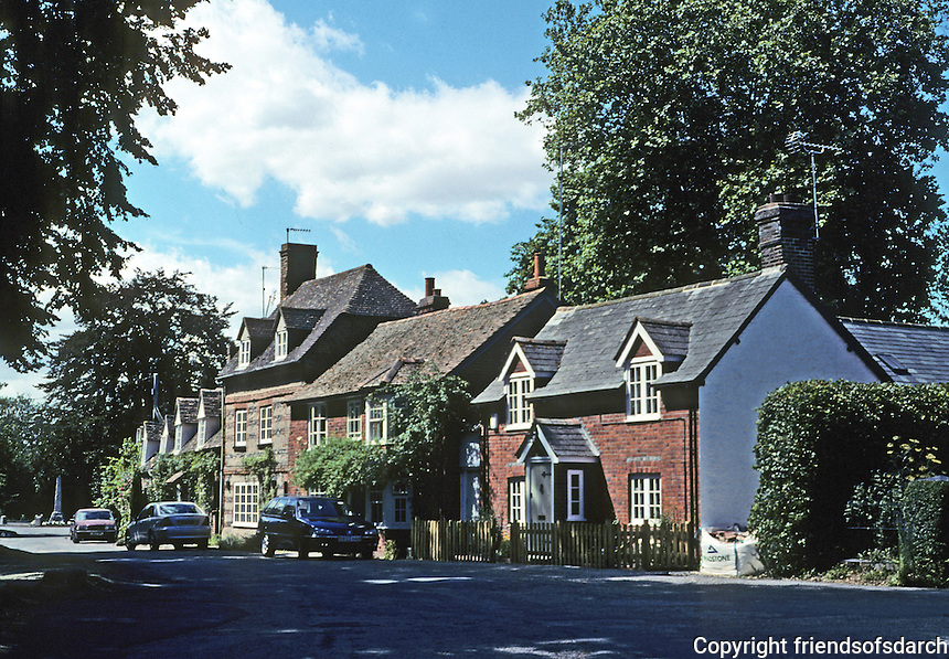 Warborough: Village road with attached houses. Photo '05.