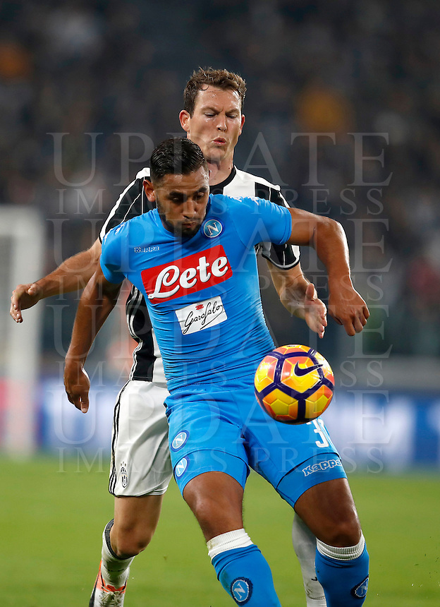 Calcio, Serie A: Juventus Stadium. Torino, Juventus Stadium, 29 ottobre 2016.<br /> Juventus' Stephan Lichsteiner and Napoli's Faouzi Ghoulam, foreground, fight for the ball during the Italian Serie A football match between Juventus and Napoli at Turin's Juventus Stadium, 29 October 2016. Juventus won 2-1.<br /> UPDATE IMAGES PRESS/Isabella Bonotto