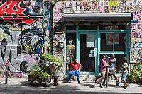 France, Paris (75), quartier de Belleville, La rue Dénoyez,  paradis des graffeurs de Belleville,  de nombreuses galeries et ateliers issus de l'ancien squat de la grange aux belles peuplent et valorisent la création sous toutes ses formes.// France, Paris, Belleville Distric,  Dénoyez Sreet, graffiti paradise Belleville,