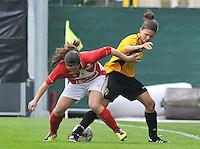 Bekerfinale 2012 : WD Lierse SK - Standard Femina :.Lien Haverals in duel met Vanity Lewerissa.foto David Catry / Joke Vuylsteke / Vrouwenteam.be