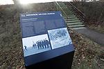 Foto: VidiPhoto<br /> <br /> SOESTERBERG – Een afgelegen herdenkingsplek, diep in de bossen van de voormalige vliegbasis Soesterberg, herinnert aan de executie van 33 Nederlandse verzetsstrijders op 19 november 1942 door de Duitze bezetter. Het enige dat ze met plek gemeen hebben, is dat ze naar deze toen Duitse vliegbasis werden getransporteerd en daar achter de schietbaan door een vuurpeloton in koelen bloede werden vermoord. Om de schoten te camoufleren vonden er op dat moment aan de voorzijde schietoefeningen plaats door Duitse soldaten. Vrijwilligers van het Nationaal Militair Museum Herman van den Berg en Adriaan van Hemert (met pet), hebben zich in deze vrij onbekend gebleven massa-executie verdiept. Foto: De Duitse commandobunker, vlak bij het museum.