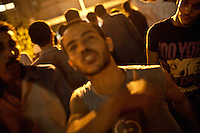 EGITTO, IL CAIRO 9/10 settembre 2011: assalto all'ambasciata israeliana. Migliaia di manifestanti egiziani, ancora infuriati per l'uccisione di cinque guardie di frontiera egiziane da parte dell'esercito israeliano, hanno fatto irruzione nella sede diplomatica israeliana e sono stati poi sgomberati da esercito e polizia egiziana. Nell'immagine: folla di manifestanti.<br /> Egypt attack to the Israeli embassy  Attaque à l'ambassade israelienne Caire