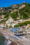 Italien, Kampanien, Sorrentinische Halbinsel, Amalfikueste: Blick auf den malerischen Kuestenort Amalfi | Italy, Campania, Sorrento Peninsula, Amalfi Coast: view at picturesque seaside resort Amalfi