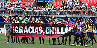 Chile, Chillan:Usa´s national team says thank you a chillan city  during the football second match of the Fifa U-20 Women´s World Cup the at Nelson Oyarzún stadium in Chillán , on November 22 2008. Photo by Grosnia/ISIphotos.com