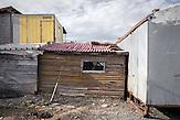 """Behausungen in dem kleinen Ort Tschengene Skele (""""Zigeunerbucht""""), der im September 2014 von einer schweren Überschwemmung heimgesucht wurde. Angekündigte Hilfen der bulgarischen Regierung sind bisher ausgeblieben, bis auf die Erneuerung der Zufahrtstraße zu dem Ort."""