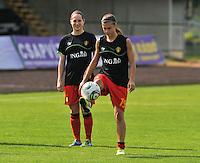 Hungary - Hongarije : UEFA Women's Euro Qualifying group stage (Group 3) - 20/06/2012 - 17:00 - szombathely  - : Hungary ( Hongarije ) - BELGIUM ( Belgie) : Anaelle Wiard met de bal voor Kristien Elsen.foto DAVID CATRY / JOKE VUYLSTEKE / Vrouwenteam.be.