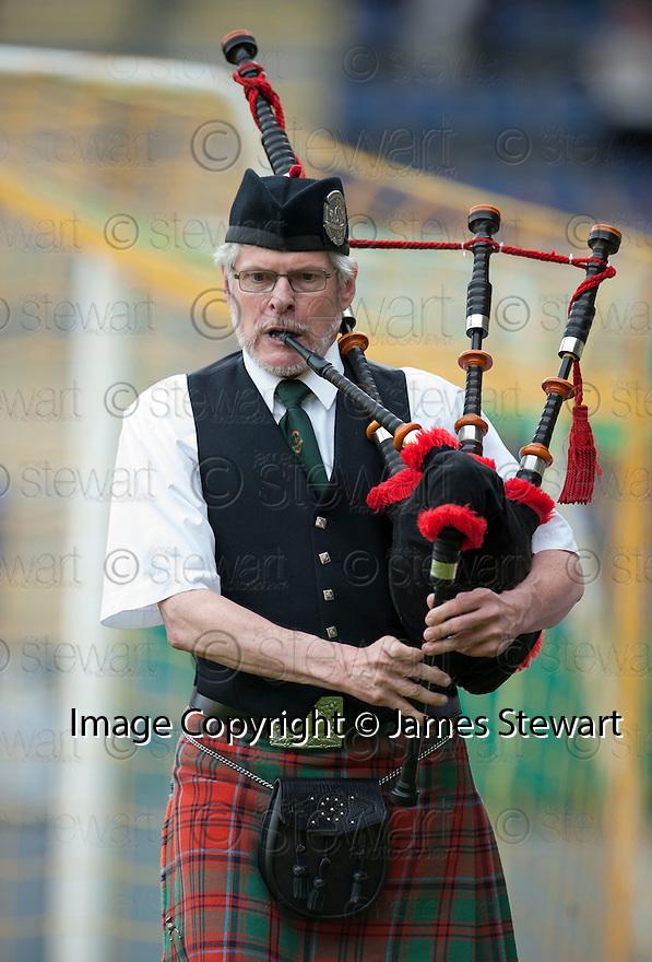 Fernando Ricksen Testimonial :  A piper plays Scotland The Brave.