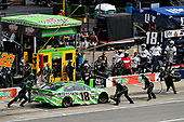 Monster Energy NASCAR Cup Series<br /> Pure Michigan 400<br /> Michigan International Speedway, Brooklyn, MI USA<br /> Sunday 13 August 2017<br /> Kyle Busch, Joe Gibbs Racing, Interstate Batteries Toyota Camry makes a pit stop, Sunoco<br /> World Copyright: Logan Whitton<br /> LAT Images
