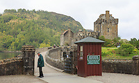 9/6/2015 <br /> a local checked the tickets in front Eilean Donan Castle, known from the Hollywood movie Highlander, Loch Duich, Scotland on 2015/06/09. Foto EXPA/ JFK/Insidefoto