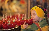 Europe/France/Alsace/68/Haut-Rhin/Colmar: Noël à Colmar - Enfant sur le marché de Noël place de l'ancienne douane ou Koïfhus (AUTORISATION N°243-245)