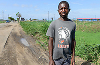 MOZAMBIQUE, Beira, african in Mao Zedong T-shirt / MOSAMBIK, Beira, Afrikaner mit einem Mao Zedong T-shirt