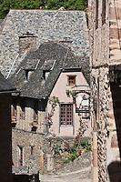 Europe/France/Midi-Pyrénées/12/Aveyron/Conques: Ruelle et Maisons médiévales du village sur le Chemin de Saint-Jacques-de-Compostelle