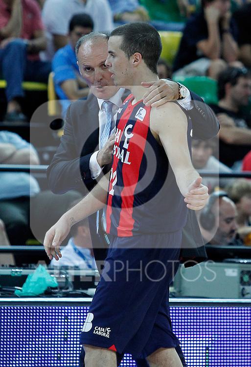Caja Laboral's coach Dusko Ivanovic (l) and Thomas Heurtel during Supercopa ACB Final match.October 1,2011. (ALTERPHOTOS/Acero)