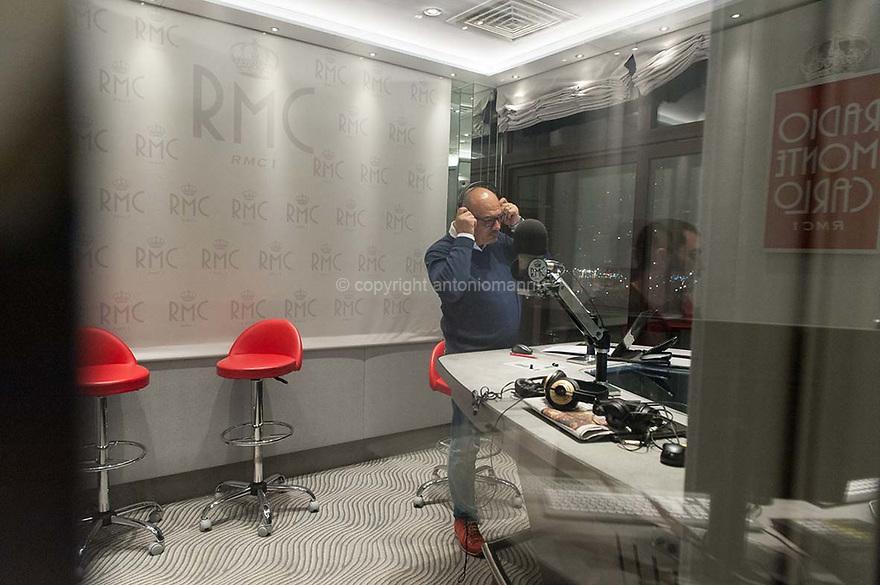 Mèrcuris 4 de martzu de su 2015 Monte Carlo (Printzipadu de Monaco)<br /> Maurizio Muggianu est nàschidu in Ivrea ma, comente si cumprendet dae sambenadu, tenet raighinas sardas. Est connotu comente Maurizio Di Maggio, una de sas boghes istoricas de Radio Monte Carlo. Maurizio est unu professionista de importu, una pessona istruida e garbosa, chi nos at acasagiadu bene meda. <br /> <br /> Mercoledì 4 marzo 2015 Monte Carlo (Principato di Monaco)<br /> Maurizio Muggianu è nato a Ivrea ma, come svela il cognome, ha salde origini sarde. Nell'etere è noto come Maurizio Di Maggio, una delle voci storiche di Radio Monte Carlo. Maurizio è un grande professionista, una persona colta e assai gentile che ci ha accolti magnificamente. <br /> <br /> Wednesday 4th March  2015  Monte Carlo (Principality of Monaco)<br /> Maurizio Muggianu was born in Ivrea but, as his surname reveals, he is  deeply rooted in Sardinia. He's best known as Maurizio Di Maggio, one of the historical voices of Radio Monte Carlo. Maurizio is a great professional, a cultured person and a kind one, who warmly welcomed us.