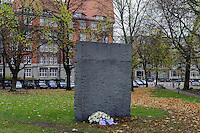 Steinquader von Ulrich Rückriem 1983 auf dem Platz der Deportierten, Hamburg, Deutschland