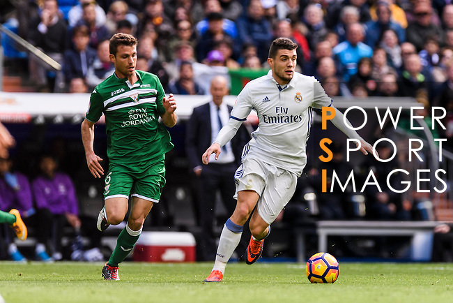 Mateo Kovacic of Real Madrid battles for the ball with Alberto Martin of Deportivo Leganes during their La Liga match between Real Madrid and Deportivo Leganes at the Estadio Santiago Bernabéu on 06 November 2016 in Madrid, Spain. Photo by Diego Gonzalez Souto / Power Sport Images