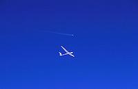 Segelflugzeug ASH26 und Jet, Privat- und Berufsluftfahrt..c Aufwind, Holger Weitzel, Gertrud- Bäumer Stieg 102, 21035 Hamburg, 0171 6866069