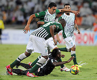 MEDELLIN -COLOMBIA- 01 -12 -2013. Accion de juego entre los equipos Atletico Nacional y Atletico Junior    , encuentro de los cuadrangulares finales de la Liga Postobon jugado en el estadio Atanasio Girardot /   Action game between Atletico Nacional and  Atletico Junior  equipment, meeting the final runs of the Postobon League played at Atanasio Girardot stadium .Photo: VizzorImage / Luis Rios  / Stringer