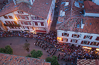 France, Pyrénées-Atlantiques (64), Pays-Basque, Saint-Jean-de-Luz , Fête de la Saint-Jean, Feu de la Saint-Jean,et façades des maisons de la rue Gambetta // France, Pyrenees Atlantiques, Basque Country, Saint Jean de Luz, St John's Eve, Saint John's Fire, facade houses the rue Gambetta