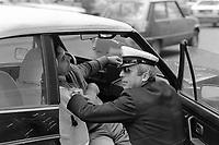 - Milano 1984, Vigili Urbani, assistenza ad un incidentato<br /> <br /> - Milan 1984, traffic police, assistance to a victim