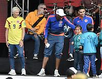 BOGOTA - COLOMBIA, 05-07-2018: Jose PEKERMAN técnico y Radamel FALCAO GARCIA y Yerry MINA (agradeciendo a un niño por su mensaje) jugadores de la Selección Colombia de fútbol durante el homenaje recibido hoy, 05 de julio de 2018, después de su participación en la Copa Mundial de la FIFA Rusia 2018. El acto tuvo lugar een el estadio Nemesio Camacho El Campín de la ciudad de Bogotá / Jose PEKERMAN coach and Radamel FALCAO GARCIA and Yerry MINA (gives thanks to a chlid for his words) players of Colombia national soccer team during the tribute received today, July 5, 2018, after their participation in the FIFA World Cup Russia 2018. The event took place at Nemesio Camacho El Campin stadium in Bogota city. Photo: VizzorImage / Gabriel Aponte / Staff