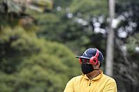 CALI - COLOMBIA, 14-04-2020: Un joven espera as er llamado durante la jornada de repatriación de 215 venezolanos hacía su país desde Cali en el día 22 de la cuarentena total en el territorio colombiano causada por la pandemia  del Coronavirus, COVID-19. / A young man awaits to be called during the repatriation journey of 215 Venezuelans to their country from Cali during the day 22 of total quarantine in Colombian territory caused by the Coronavirus pandemic, COVID-19. Photo: VizzorImage / Gabriel Aponte / Staff