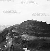 Eisenerzförderung auf dem Cerro Bolívar, Venzuela 1966. Iron ore production on the Cerro Bolívar, Venezuela 1966.