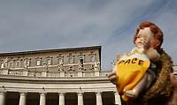 "Un fedele tiene in mano la statuina del Bambinello mentre Papa Francesco recita l'Angelus domenicale affacciato su piazza San Pietro dalla finestra del suo studio. Citta' del Vaticano, 16 dicembre, 2018.<br /> A faithful holds a statue of the Christ Child with the inscription ""Peace"" while Pope Francis recites the Sunday Angelus noon prayer from the window of his studio overlooking St. Peter's Square, at the Vatican, on December 16, 2018.<br /> UPDATE IMAGES PRESS/Isabella Bonotto<br /> <br /> STRICTLY ONLY FOR EDITORIAL USE"