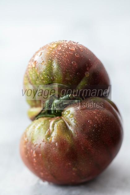 Gastronomie générale / Diététique / Tomate noire de Crimée biologique // General gastronomy / Diet / Organic Crimean black tomato