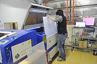 - Milano, laboratorio fablab Wemake, tagliatrice laser<br /> <br /> - Milan fablab laboratory Wemake, laser cutter