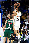 Zalgiris' Nate Wolters and Real Madrid's Gustavo Ayon during Euroligue match between Real Madrid and Zalgiris Kaunas at Wizink Center in Madrid, Spain. April 4, 2019.  (ALTERPHOTOS/Alconada)