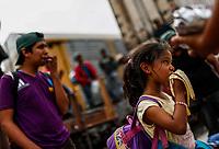 """Una niña de origen hondureña <br /> come una banana en la estación de tren de Hermosillo Sonora, algunos de los viajeros presentan síntomas de desnutrición y deshidratación <br /> <br /> Caravana del Migrante conformada por un contingente de 600 personas su mayoría de origen centroamericano, arribaron a bordo del tren conocido como """"La Bestia"""", provienen de la frontera Sur del País y con rumbo a la ciudad de Mexicali donde continuaran el viaje hasta Tijuana.<br /> La caravana tiene como objetivo solicitar <br /> asilo a Estados Unidos y algunos integrantes piensan solicitar una visa humanitaria en Mexico para laborar en los campos de Sonora y Baja California.<br /> (Photo: NortePhoto/Luis Gutierrez)"""