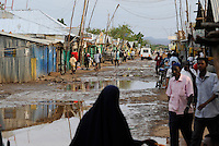 KENIA Fluechtlingslager Kakuma in der Turkana Region , hier werden ca. 80.000 Fluechtlinge aus Somalia Sudan Aethiopien u.a. vom UNHCR versorgt, Somali market / KENYA Turkana Region, refugee camp Kakuma, where 80.000 refugees from Somali, Ethiopia, South Sudan receive shelter and food from UNHCR, Somali market