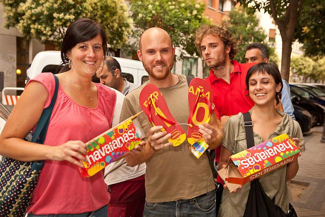 """Montaje en las oficinas de Havaianas de Madrid para la promoción: """"Havaianas con la Roja""""."""