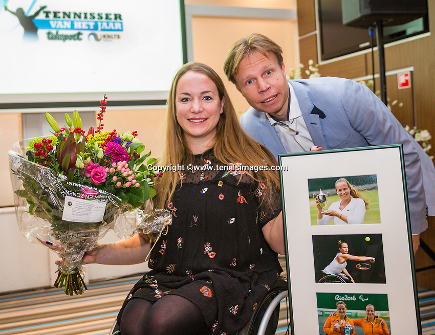 Rotterdam, Netherlands, December 17, 2017, Topsportcentrum, Ned. Loterij NK Tennis, Tennisplayer of the year award, Lifetime achiefment award goes to Jiske Griffioen <br /> Photo: Tennisimages/Henk Koster