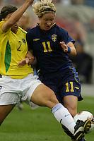Victoria Svensson(Sweden) v Simone(Brazil)  2003 WWC Brazil/Sweden quarter final.