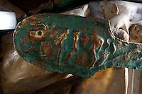 Nordzypern, Museum der Königsgräber von Tuzla, 8.-6- Jh. v.Chr.,  Bronze-Detail eines Pferdegeschirrs