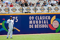 7 March 2009: World Baseball Classic illustration written in spanish is seen on a wall during the 2009 World Baseball Classic Pool D match at Hiram Bithorn Stadium in San Juan, Puerto Rico. Netherlands pulled off a huge upset in their World Baseball Classic opener with a 3-2 victory over Dominican Republic.