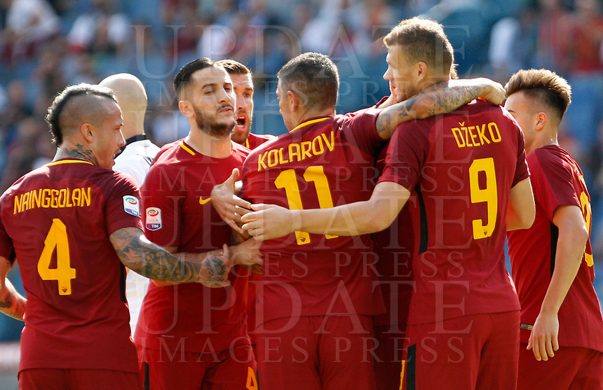 Calcio, Serie A: Roma vs Udinese. Roma, stadio Olimpico, 23 settembre 2017.<br /> Roma's Edin Dzeko, second from right, celebrates with teammates after scoring during the Italian Serie A football match between Roma and Udinese at Rome's Olympic stadium, 23 September 2017. Roma won 3-1.<br /> UPDATE IMAGES PRESS/Riccardo De Luca