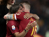 Football, Serie A: AS Roma - Parma, Olympic stadium, Rome, May 26, 2019. <br /> Roma's Daniele De Rossi (r) is congratulated by Bruno Conti (l) during his farewell to Roma after 18 years at his home-town club at the end of the Italian Serie A football match between Roma and Parma at Olympic stadium in Rome, on May 26, 2019.<br /> UPDATE IMAGES PRESS/Isabella Bonotto