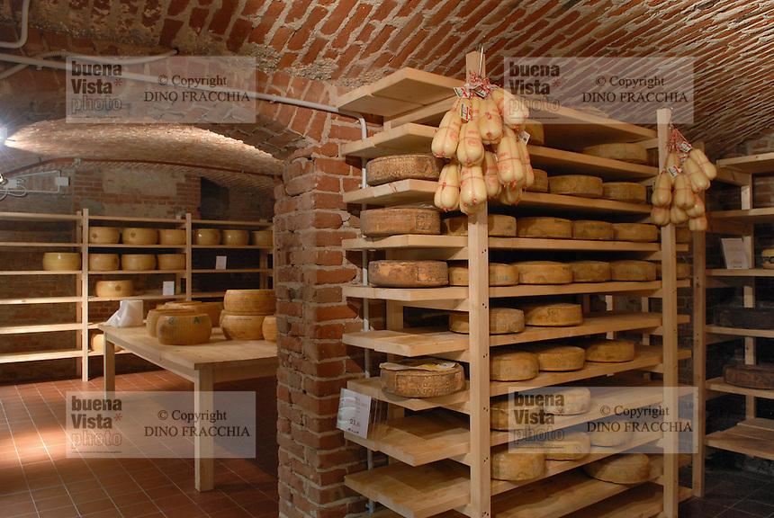 - Eataly, market for the sale of quality Italian food, cellar for cheese aging<br /> <br /> - Eataly, market per la vendita del cibo italiano di qualità, cantina per la stagionatura dei formaggi