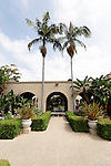 KING PALMS, ARCHONTOPHOENIX CUNNINGHAMIANA, FLANK ARCH IN FORMAL LANDSCAPE, SAN DIEGO