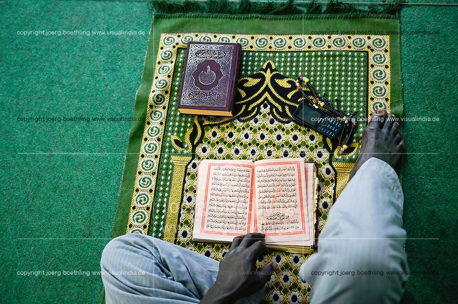 MALI, Kayes, mosque, muslim sitting on prayer carpet and reads a islamic book / Moschee, Muslim auf Gebetsteppich im Gebet