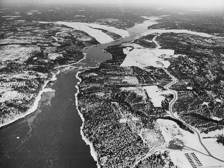 Projet de la Baie James<br /> <br /> The La Grande flows west (north) West into James bay (to bottom of pic) The swath cut into the trees (top of pix) now covered with snow with be the fill site for the Dam.<br /> <br /> 1973<br /> <br /> PHOTO :  Bob Olsen - Toronto Star Archives - AQP