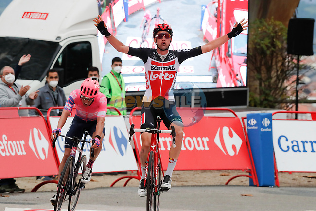 Tim Wellens (BEL) Lotto-Soudal outsprints Michale Woods (CAN) EF Pro Cycling to win Stage 14 of the Vuelta Espana 2020, running 204.7km from Lugo to Ourense, Spain. 4th November 2020. <br /> Picture: Luis Angel Gomez/PhotoSportGomez | Cyclefile<br /> <br /> All photos usage must carry mandatory copyright credit (© Cyclefile | Luis Angel Gomez/PhotoSportGomez)