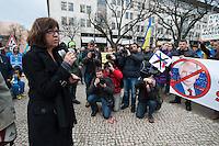 Solidaritaets-Kundgebung fuer die Ukraine vor der Russischen Botschaft in Berlin.<br />Etwa 100 Menschen versammelten sich am Montag den 17. Maerz 2014 vor der Russischen Botschaft in Berlin um gegen die Politik der Russischen Praesidenten Putin und die Entscheidung des Referendums auf der Krim fuer eine Angliederung an Russland zu demonstrieren.<br />Unter den Kundgebungsteilnehmern waren auch die Europaabgeordnete  von B90/Die Gruenen Rebecca Harms (im Bild) und die Bundestagsabgeordnete von B90/Die Gruenen Marie-Luise Beck. <br />17.3.2014, Berlin<br />Copyright: Christian-Ditsch.de<br />[Inhaltsveraendernde Manipulation des Fotos nur nach ausdruecklicher Genehmigung des Fotografen. Vereinbarungen ueber Abtretung von Persoenlichkeitsrechten/Model Release der abgebildeten Person/Personen liegen nicht vor. NO MODEL RELEASE! Don't publish without copyright Christian-Ditsch.de, Veroeffentlichung nur mit Fotografennennung, sowie gegen Honorar, MwSt. und Beleg. Konto:, I N G - D i B a, IBAN DE58500105175400192269, BIC INGDDEFFXXX, Kontakt: post@christian-ditsch.de]