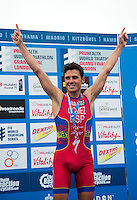 15 SEP 2013 - LONDON, GBR - Javier Gomez (ESP) of Spain  celebrates winning the men's ITU 2013 World Triathlon Series in Hyde Park, London, Great Britain (PHOTO COPYRIGHT © 2013 NIGEL FARROW, ALL RIGHTS RESERVED)