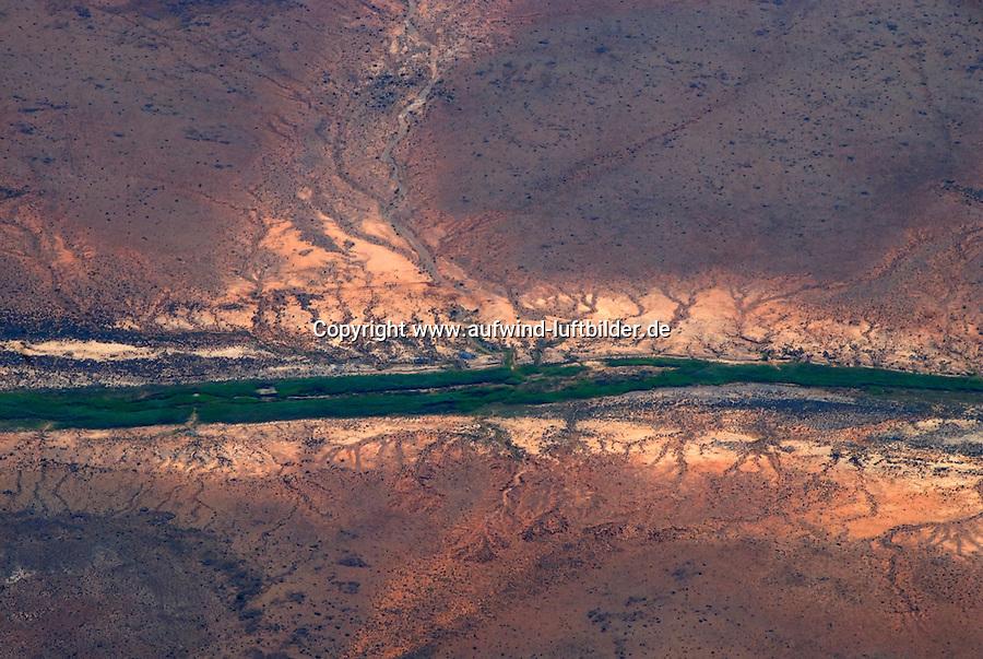 Karoo: AFRIKA, SUEDAFRIKA, ORANGE FREE STATE, GARIEPDAM, 20.12.2007: Landschaft in der Halbwueste Karoo, zentralen Hochebene des Landes Suedafrika, Highveld, Klein Karoo, Gross Karoo und Ober Karoo. Klima arid, trocken, im Luv der Berge, kaum Niederschlaege. Bewohner sind die San die dem Land den Namen Kuru geben, trocken ist die Bedeutung , Afrika, Suedafrika, Orange Free, State, Gariepdam, Wueste, Landschaft, Natur, Hochebene, Halbwueste, Wuestenlandschaft, Berg, Berge, Berglandschaft, Huegel, Huegellandschaft, Gebirge, trocken, Karoo, Struktur, Luftbild, Draufsicht, Luftaufnahme, Luftansicht, Luftblick, Flugaufnahme, Flugbild, Vogelperspektive # , shape, structure, texture, mound, hill, hillock, desert landscape, air opinion, Flugbild, Luftblick, ow_visum, mountain, Orange Free, semiarid land, top view, plan, Berglandschaft, Flugaufnahme, plateau, Gariepdam, bird 's-eye view, mountains, mountain range, shale, nature, Huegellandschaft, landscape, scene, scenery, desert, aerial photograph, africa, aridly, deadpan, drily, dry, dryly, south africa, air photo # # , shape, structure, texture, mound, hill, hillock, desert landscape, air opinion, Flugbild, Luftblick, ow_visum, mountain, Orange Free, semiarid land, top view, plan, Berglandschaft, Flugaufnahme, plateau, Gariepdam, bird 's-eye view, mountains, mountain range, shale, nature, Huegellandschaft, landscape, scene, scenery, desert, aerial photograph, africa, aridly, deadpan, drily, dry, dryly, south africa, air photo #  Aufwind-Luftbilder