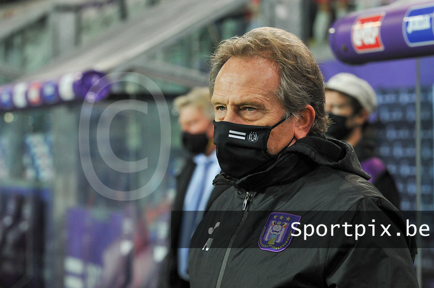 Anderlecht head coach Patrick Wachel pictured during a female soccer game between RSC Anderlecht Dames and Northern Irish Linfield Ladies  in the first qualifying round for the Uefa Womens Champions League of the 2020 - 2021 season , Wednesday 4 th of November 2020  in ANDERLECHT , Belgium . PHOTO SPORTPIX.BE | SPP | STIJN AUDOOREN