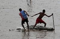 Moradores aproveitam a maré baixa para jogar futebol nas diversas praias que se formam a beira do rio Amazonas. O futebol na lama, conhecido como futelama atrai  na orla da cidade.<br /> Macapá, Amapá, Brasil.<br /> Foto Paulo Santos<br /> 11/05/2014